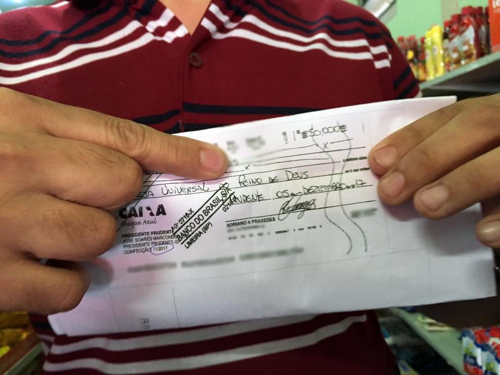 Cheque adulterado para R$ 50 mil estava nominal à Igreja Universal do Reino de Deus (Foto: Valmir Custódio/G1)