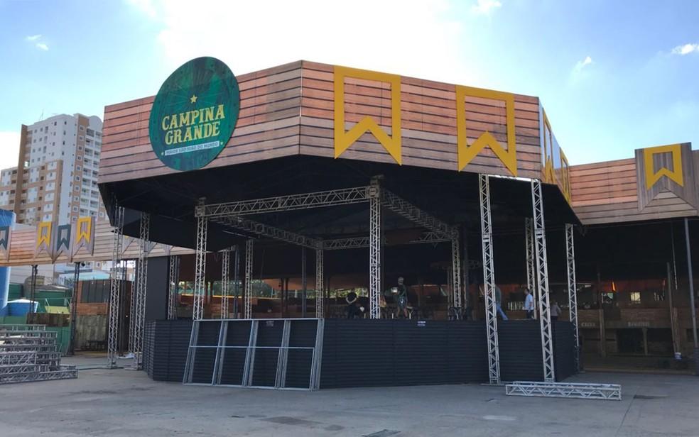 Palco 360º desse ano é menor e tem bordas em formato octagonal, no São João em Campina Grande (Foto: Artur Lira/G1)