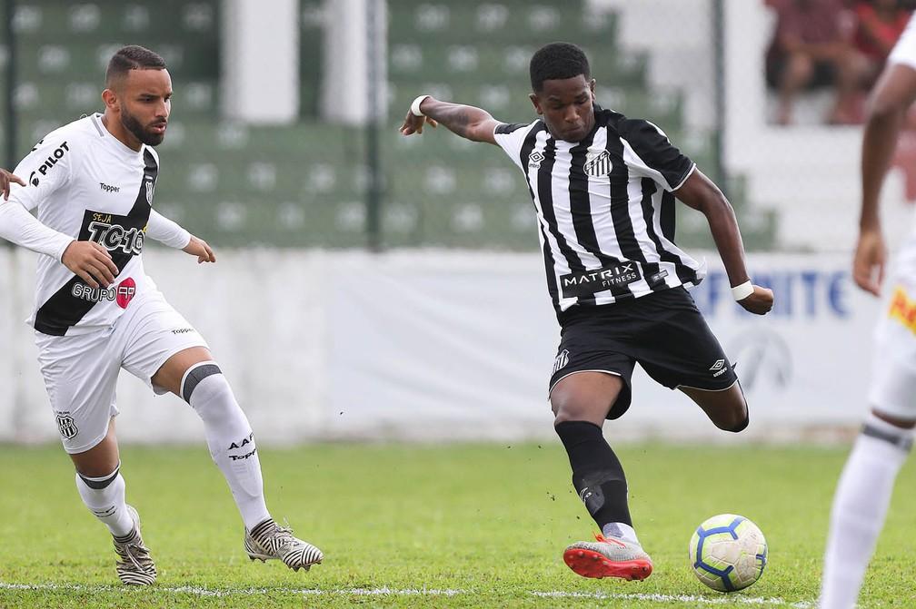 Renyer em ação pelo Santos — Foto: Pedro Ernesto Guerra Azevedo/Santos FC