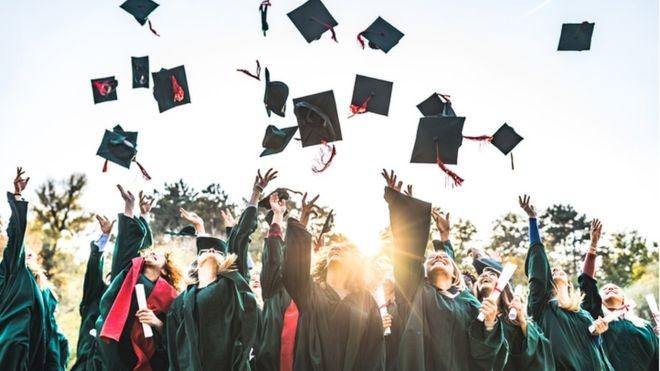 BBC: Enquanto 18% dos homens brasileiros de 25 a 34 anos têm ensino superior, essa porcentagem sobe para 25% entre as mulheres da mesma faixa etária (Foto: GETTY IMAGES VIA BBC)