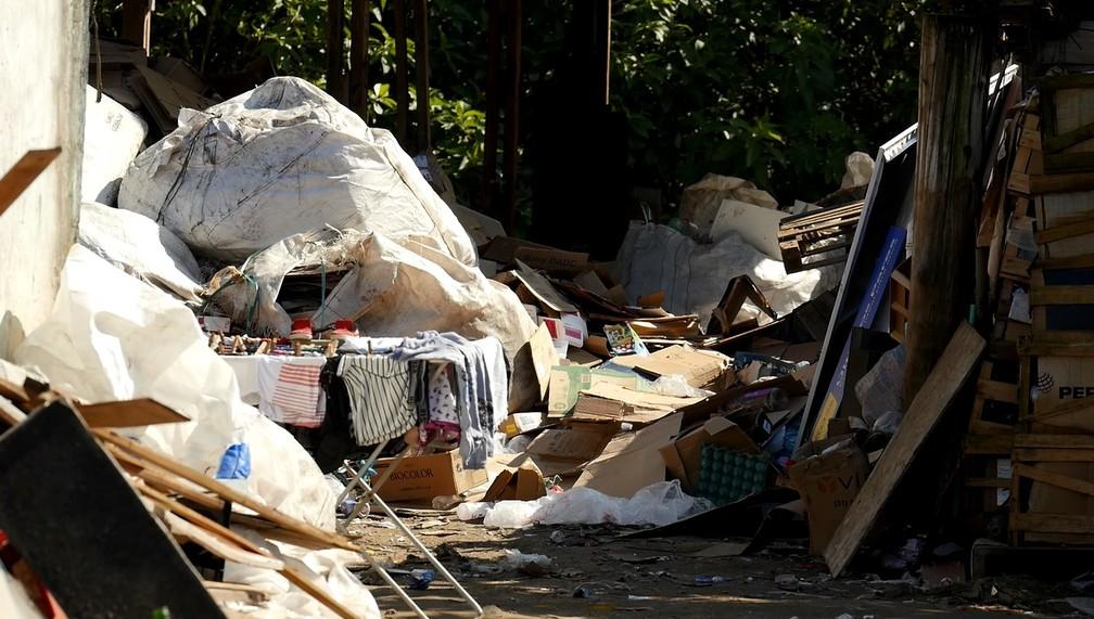 Responsabilidade da retirada do lixo é, em grande parte, das empresas que o produzem (Foto: Weliton Martins/RPC)
