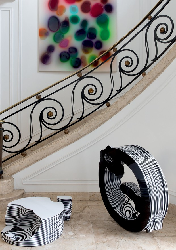 Pintura de Peter Zimmerman e escultura de Angelo Venosa (Foto: André Klotz)