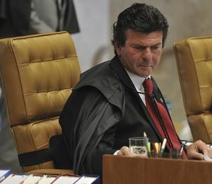 O ministro do Supremo Tribunal Federal, Luiz Fux, relator da Lei da Ficha Limpa, durante sessão para decidir sobre a legalidade da Lei (Foto: Valter Campanato/ABr)