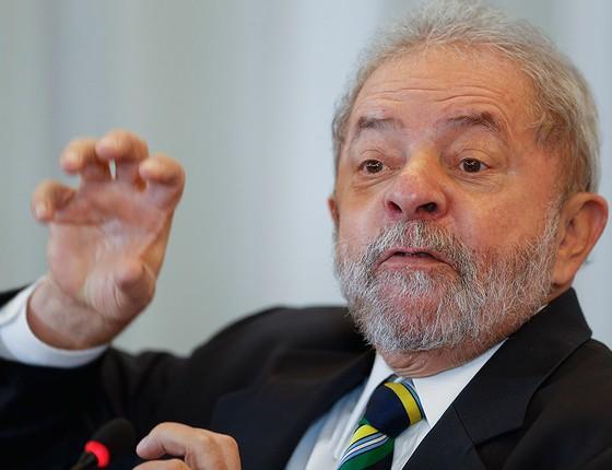 O ex-presidente Lula durante conversa com jornalistas em São Paulo dia 28 de março (Foto: AP Photo/Andre Penner)