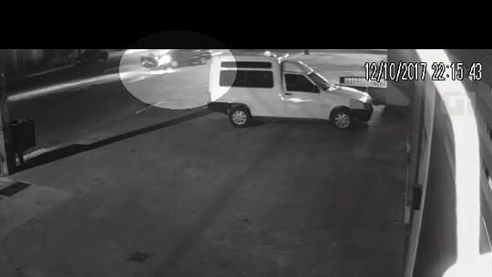 Motociclista morre após ser atingido por carro na contramão, em Goiânia; vídeo