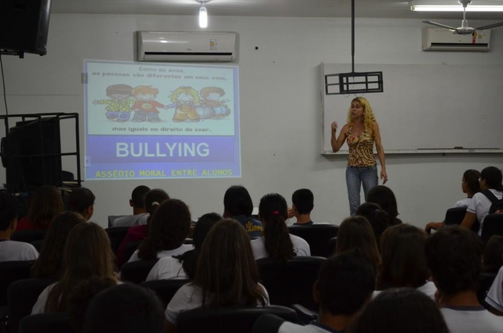 Palestra orienta sobre os problemas causados pelo bullying (Foto: Arquivo/Jonatas Boni/G1 RO)