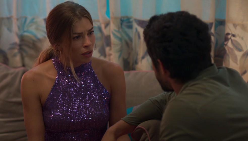 Paloma (Grazi Massafera) fica chocada com o que Diogo (Armando Babaioff) é capaz — Foto: Globo