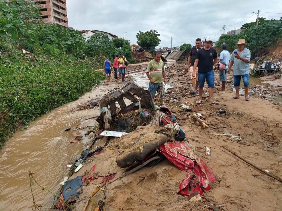 Durante chuva em 2019, uma casa foi destruída e 30 imóveis ficaram interditados em Crato — Foto: Antônio Rodrigues/SVM