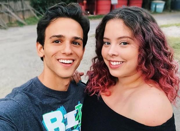 Bruno Ahmed e Guilhermina Libanio nos bastidores de Malhação (Foto: Reprodução/Instagram)