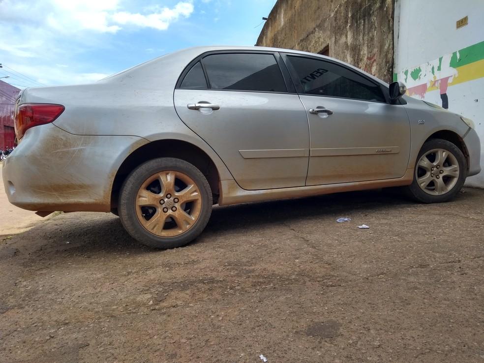 Carro seria levado para o interior do Estado, segundo a Polícia Militar (Foto: Toni Francis/G1)