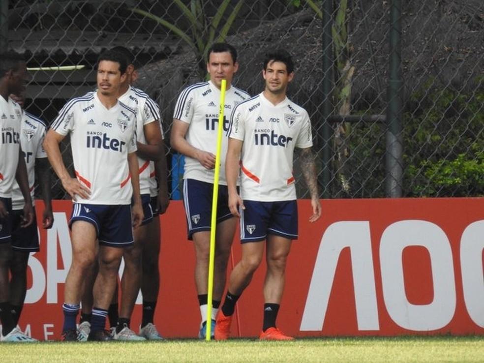 Pato, Hernanes e Pablo treinaram normalmente no São Paulo — Foto: Marcelo Hazan