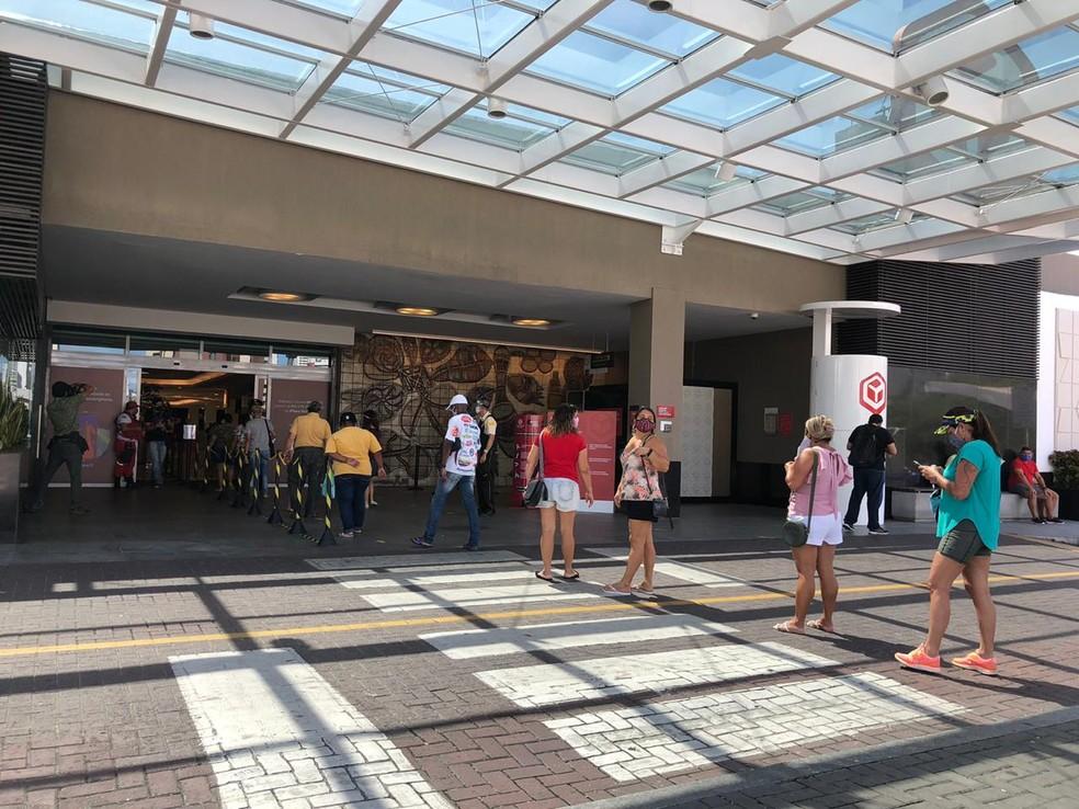 Shoppings podem abrir das 10h às 20h a partir desta segunda-feira (27) — Foto: Sabrina Rocha/TV Globo