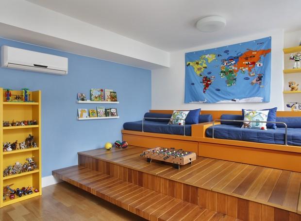 Deque e camas desenhados pelo Atelier Arquitetura e executados pela Marcenaria RF (Foto: Divulgação)