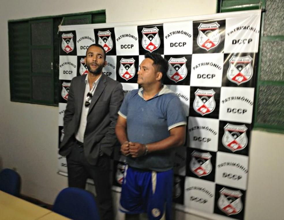 Advogado Janor Ferreira (à esquerda) e suspeito Marco Antônio — Foto: Ivanete Damasceno/G1