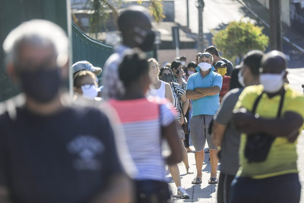 Uso de máscaras é obrigatório em Florianópolis, com multa que pode chegar a R$ 2,5 mil — Foto: Diorgenes Pandini/NSC