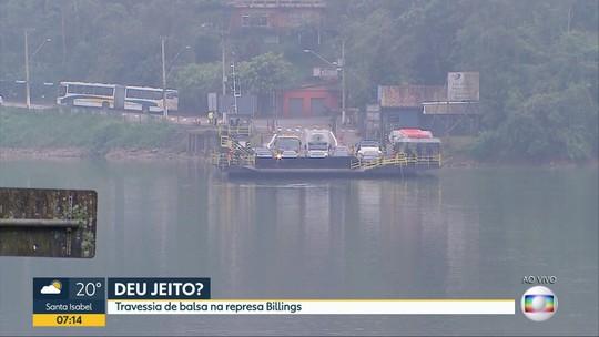 Nova balsa agiliza travessia de moradores na represa Billings, em São Bernardo do Campo