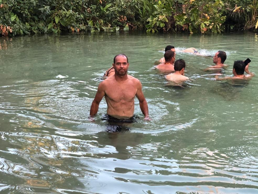 Depois do primeiro dia no Jalapão, um mergulho no Fervedouro do Alecrim, em São Félix do Tocantins — Foto: Divulgação
