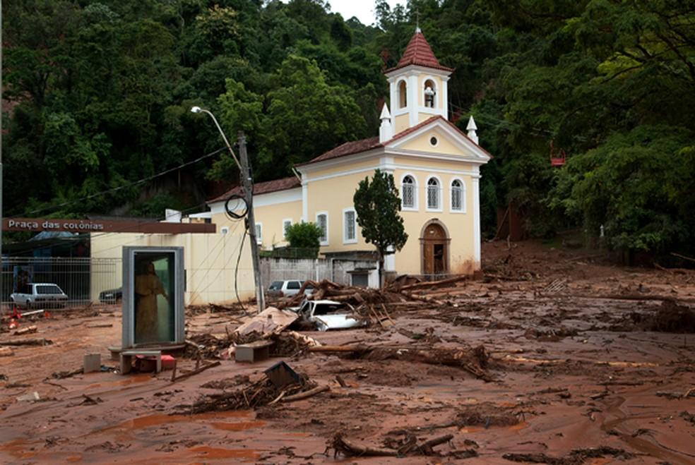 Igreja de Santo Antônio, em Nova Friburgo, RJ, foi atingida pelo deslizamento provocado pela chuva em 2011. (Foto: Divulgação)