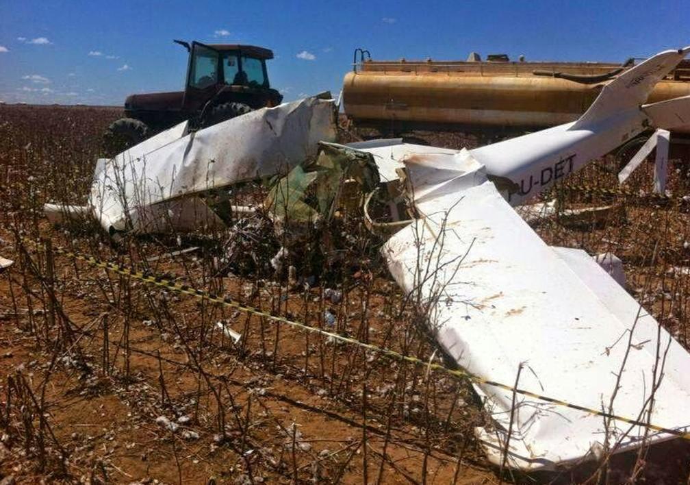 Avião ficou destruído após acidente — Foto: Arquivo Pessoal