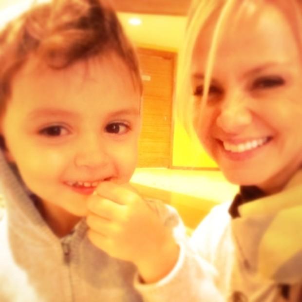 Eliana com o filho (Foto: Reprodução/Instagram)