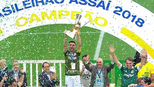 Palmeiras levanta a taça de campeão brasileiro de 2018