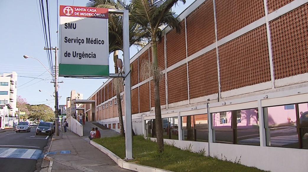 Homem morre na Santa Casa após ser atropelado por moto no Centro de São Carlos - Notícias - Plantão Diário