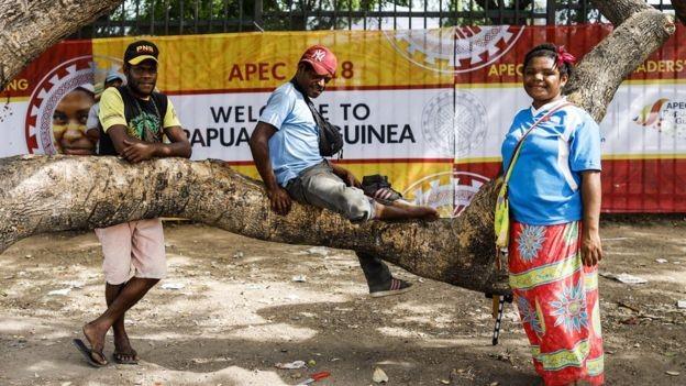 Papua Nova Guiné é um dos países mais pobres da Apec, com 40% da população vivendo com menos de US$ 1 (ou R$ 3,70) por dia (Foto: EPA via BBC)