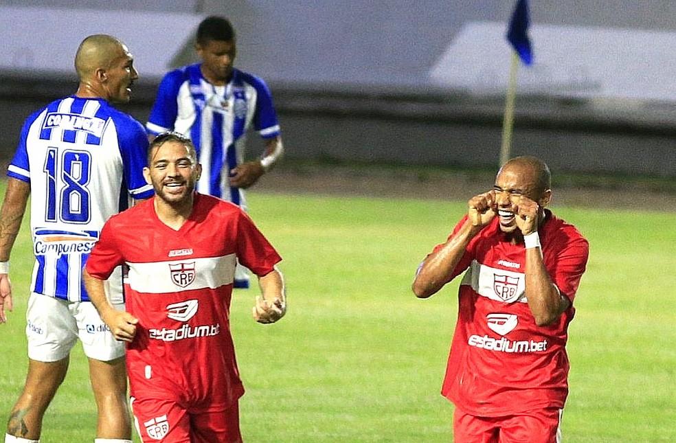 Reginaldo marcou o primeiro gol do CRB no último clássico contra o CSA — Foto: Ailton Cruz/Gazeta de Alagoas