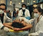 Julio Andrade, David Junior e Marjorie Estiano em cena de 'Sob pressão' | Globo