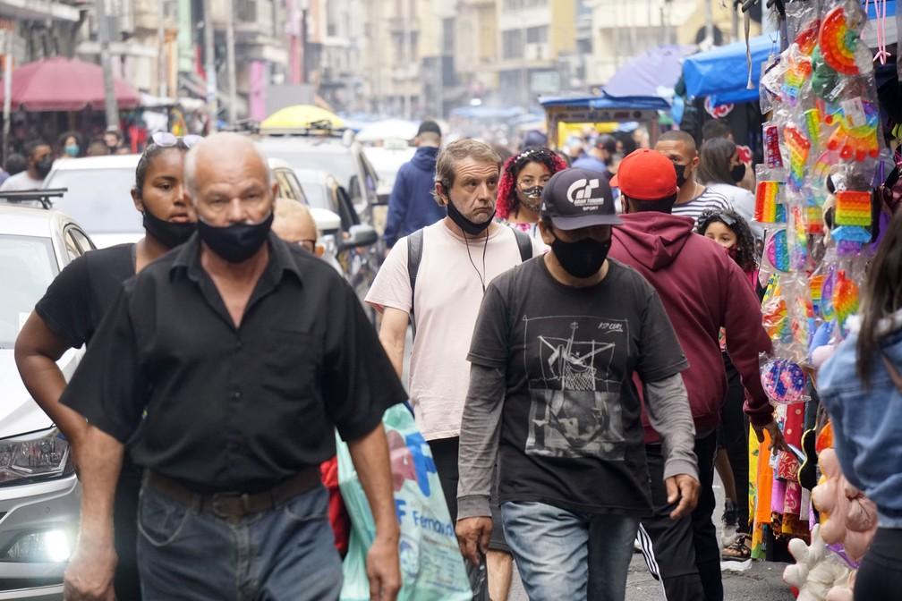 Movimentação na Rua 25 de Março, tradicional centro de comércio popular de São Paulo — Foto: Cris Faga/Estadão Conteúdo