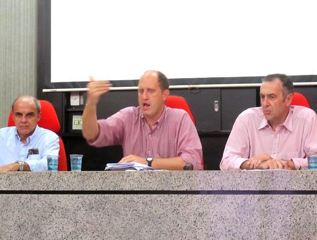 Nova diretoria do Fla se espelha em modelo de gestão adotado por rivais