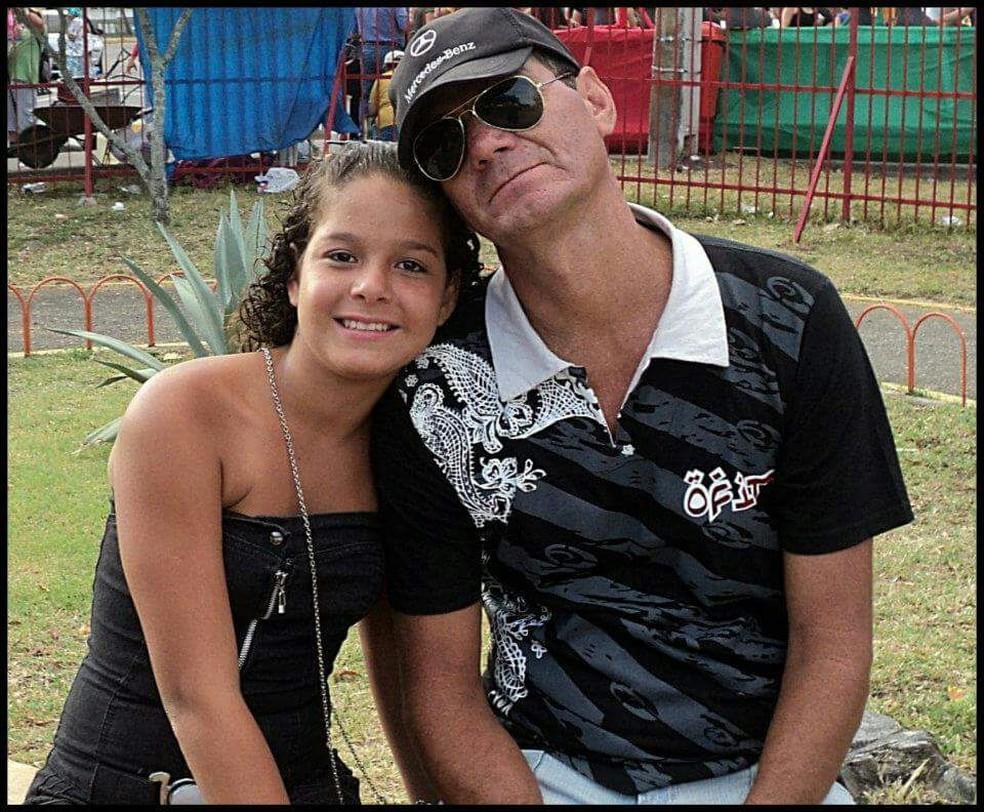 Iris com o pai, José Antônio, em 2011 (Foto: Iris Menezes/Arquivo Pessoal)