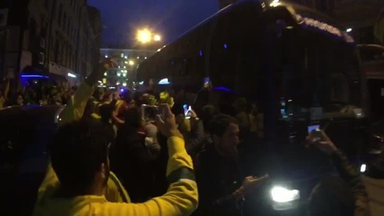 Nos braços da torcida, Seleção chega ao hotel em São Petersburgo; veja vídeo