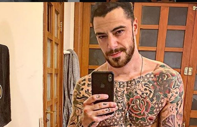 Felipe Titto também adora exibir os chamativos desenhos que tem pelo corpo (Foto: Reprodução/ Instagram)
