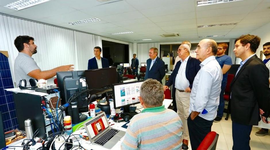 O presidente do Sebrae, João Henrique de Almeida Sousa, visita empresas incubadas  (Foto: Moraes Neto)