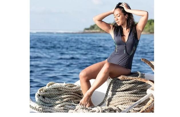Danni Suzuki foi às Maldivas para surfar com as amigas Isabella Santoni e Maya Gabeira (Foto: Reprodução)