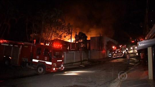 Incêndio atinge indústria de produtos químicos em Itatiba (SP)