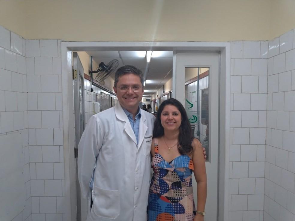 Médico e paciente comemoram resultados positivos do tratamento — Foto: Arquivo pessoal