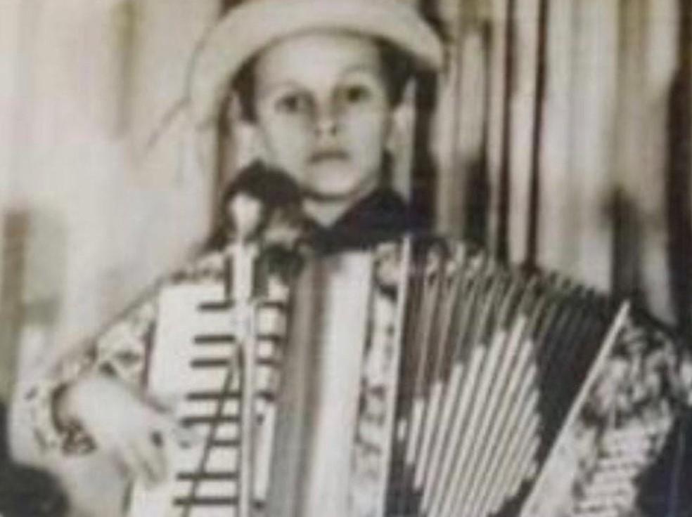 Flávio José começou a tocar ainda criança  — Foto: Reprodução;Arquivo Pessoal