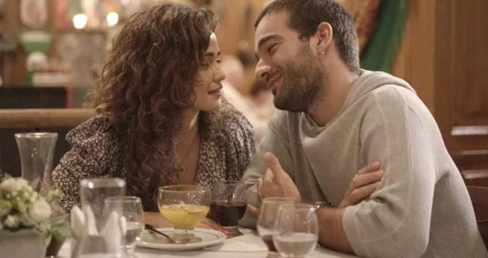 Érica (Nanda Costa) e Sandro (Humberto Carrão) em 'Amor de mãe' (Foto: TV Globo)