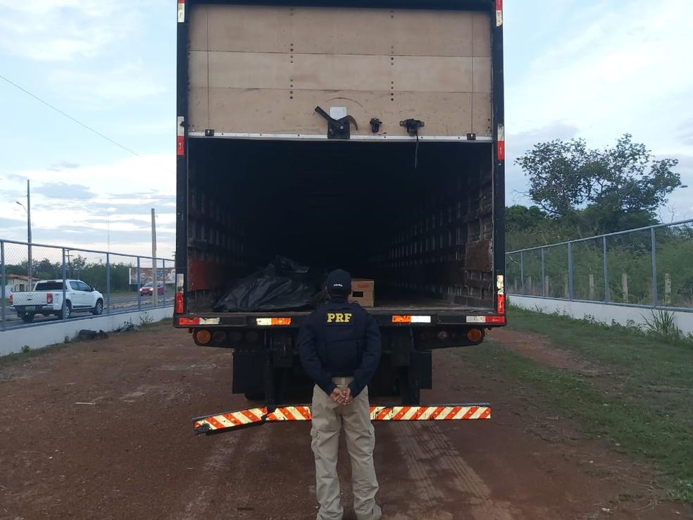 PRF recupera carga avaliada em aproximadamente R$ 42.000,00 — Foto: Divulgação PRF