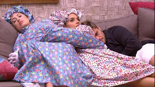 Jéssica acorda e comenta: 'Não sou uma das pessoas que mais dorme aqui'