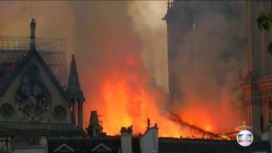 Segurança da catedral de Notre-Dame demorou 30 minutos para acionar bombeiros, diz jornal