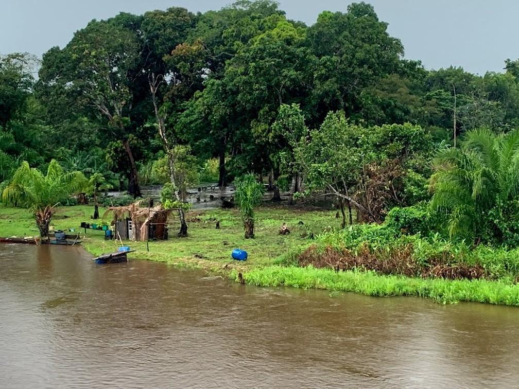 Famílias ribeirinhas ainda tiram do rio o seu sustento — Foto: Marcelo Souza/ TVCA