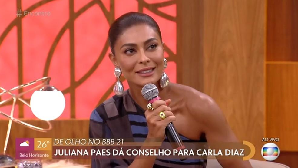 Juliana Paes dá conselho a Carla Diaz  — Foto: TV Globo