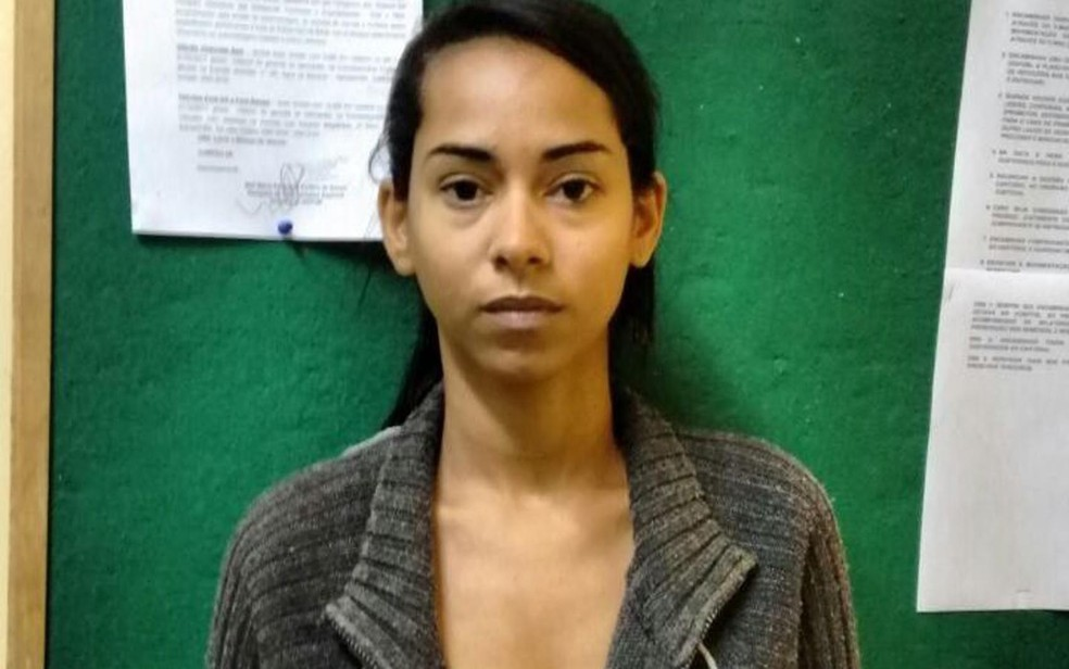 Jovem disse ter trancado faculdade por falta de dinheiro e que começou a traficar (Foto: Divulgação/ Polícia Civil)