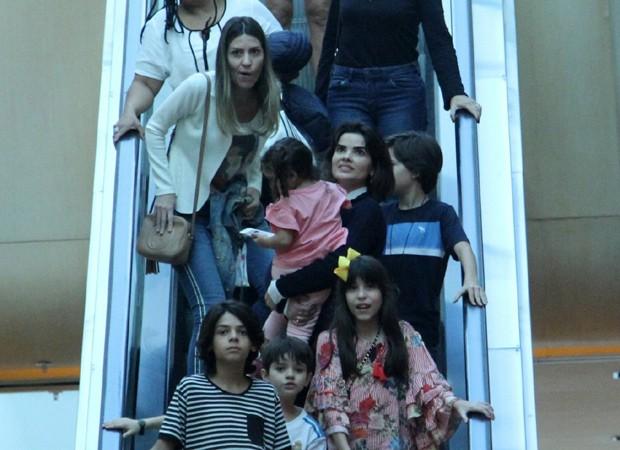 Vanessa Giácomo e a família (Foto: AgNews)