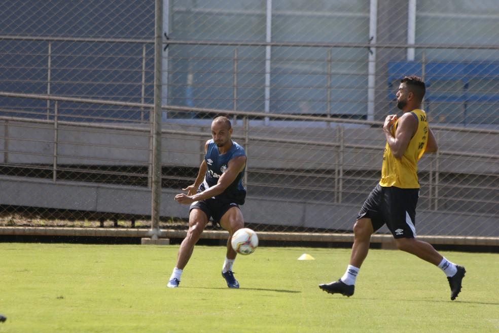 Thaciano volta a treinar  — Foto: Eduardo Moura