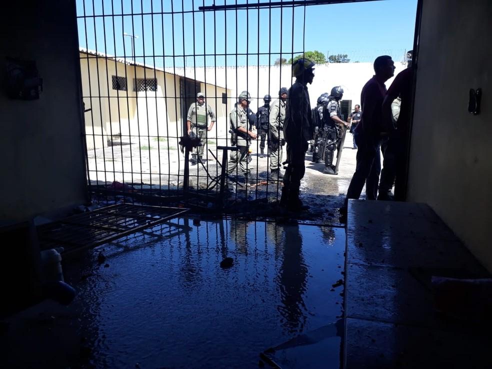 Bombeiros e Policiais militares controlam rebelião no Centro Educacional Masculino, em Teresina — Foto: Reprodução