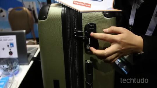 Cadeado 'smart' eGeeTouch que usa NFC para trancar malas é destaque na CES